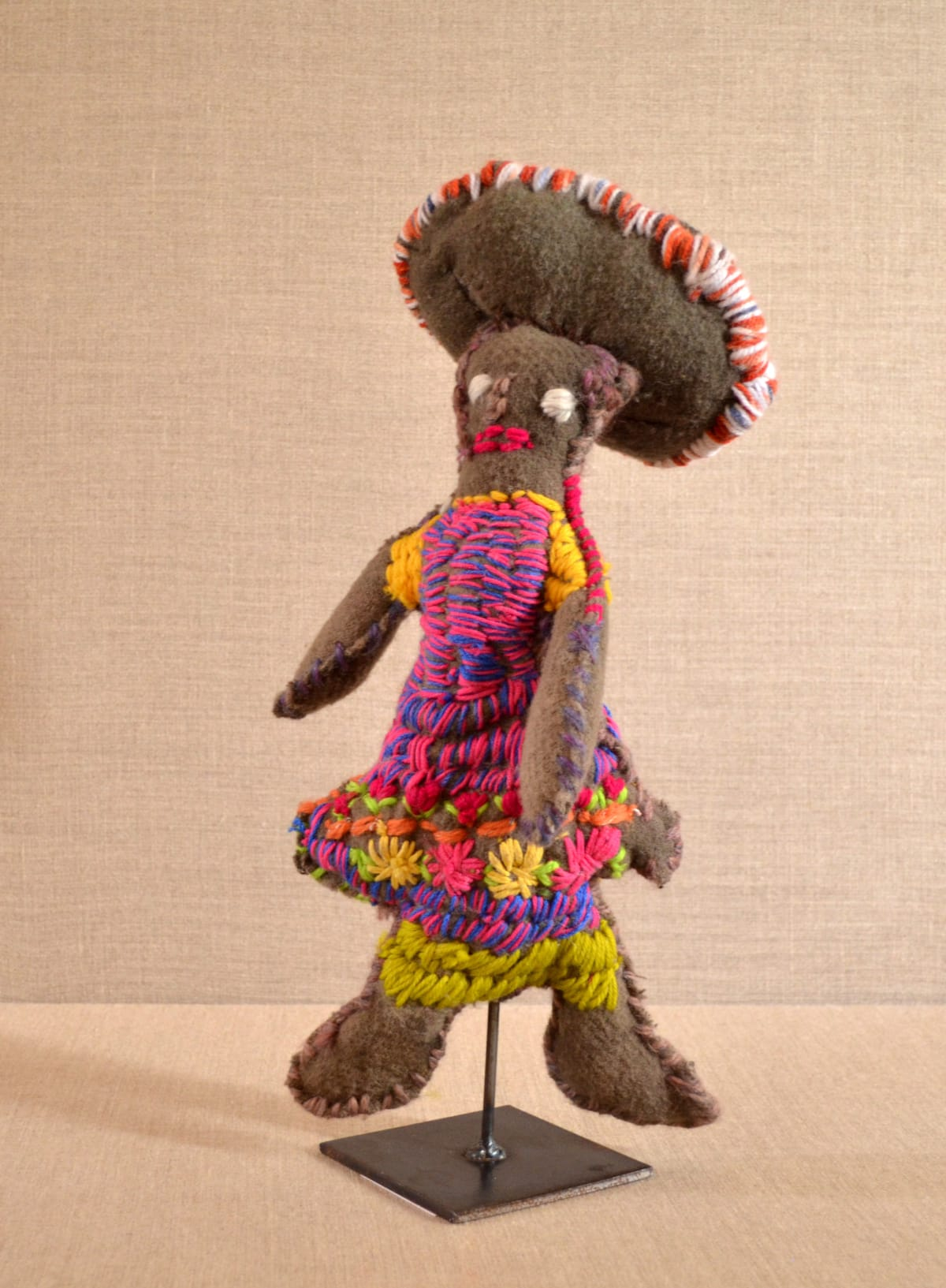 Trudy Inkamala Woman with child in cooloman Soft Sculpture 38 x 19 x 7 cm