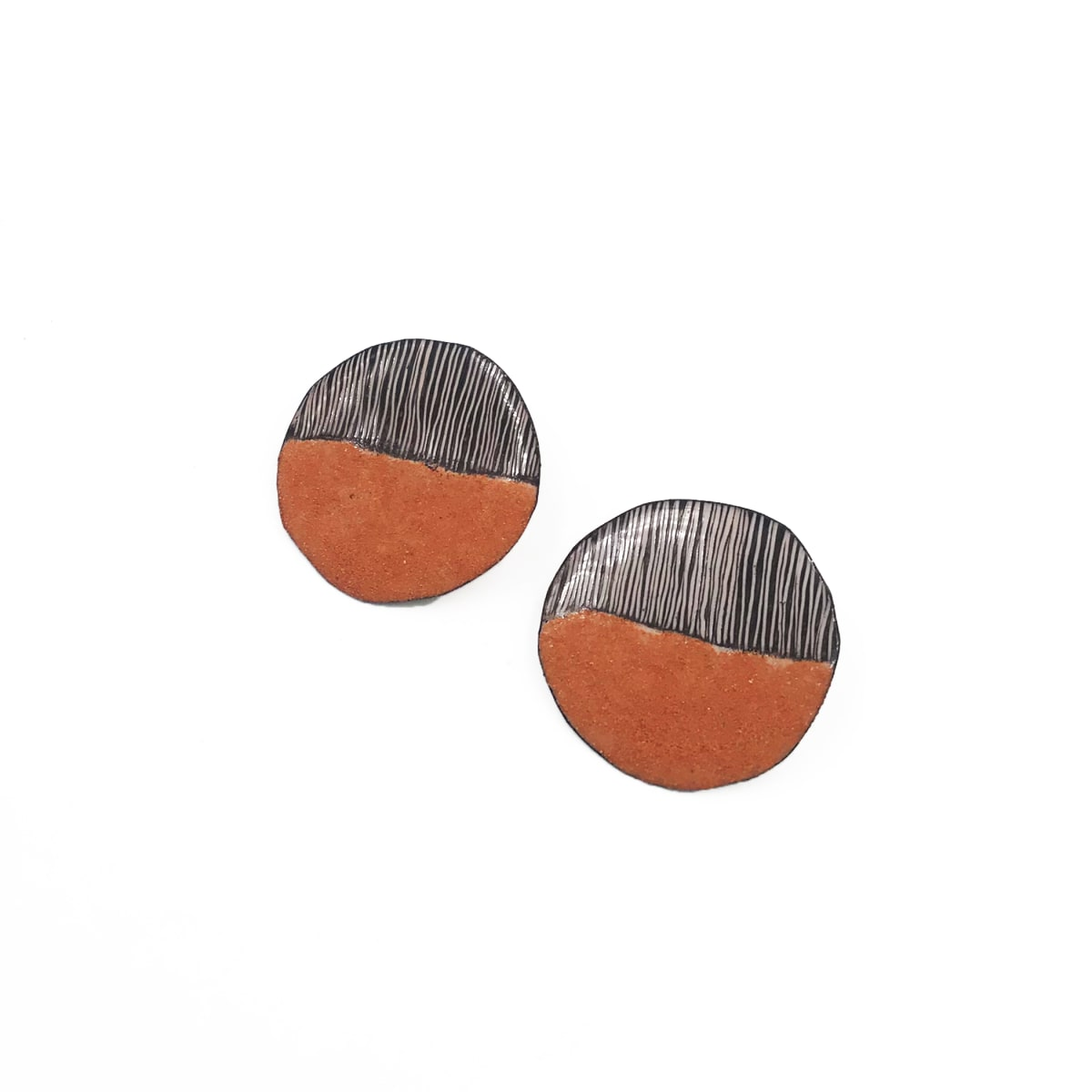 Tanya Crane, Small round New Mexico sand and line earrings