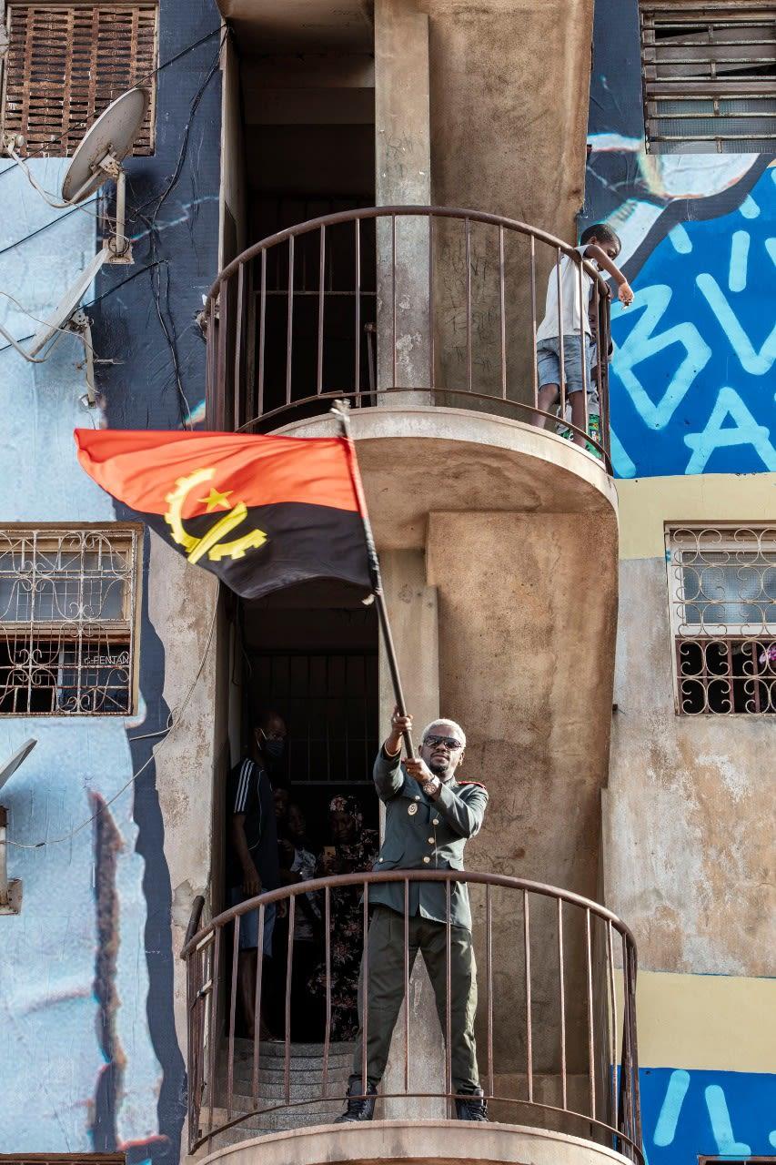 Kolectivo Baúka challenges itself to color Luanda.