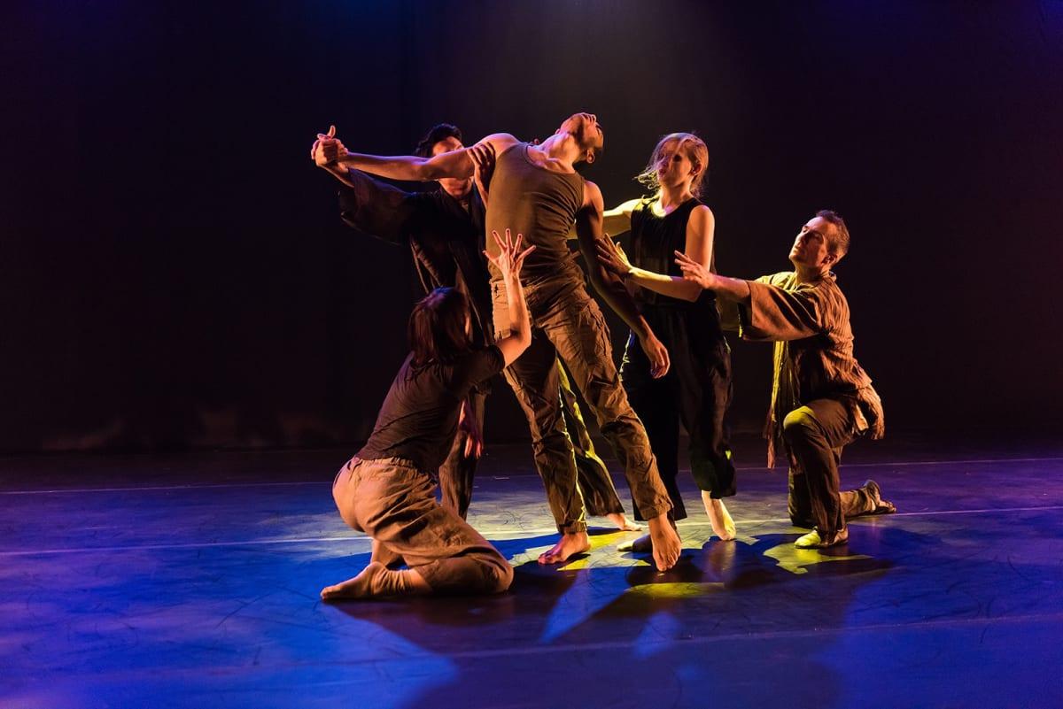 Susan Seubert choreographs with BodyVox Dance Pearl Dive Project