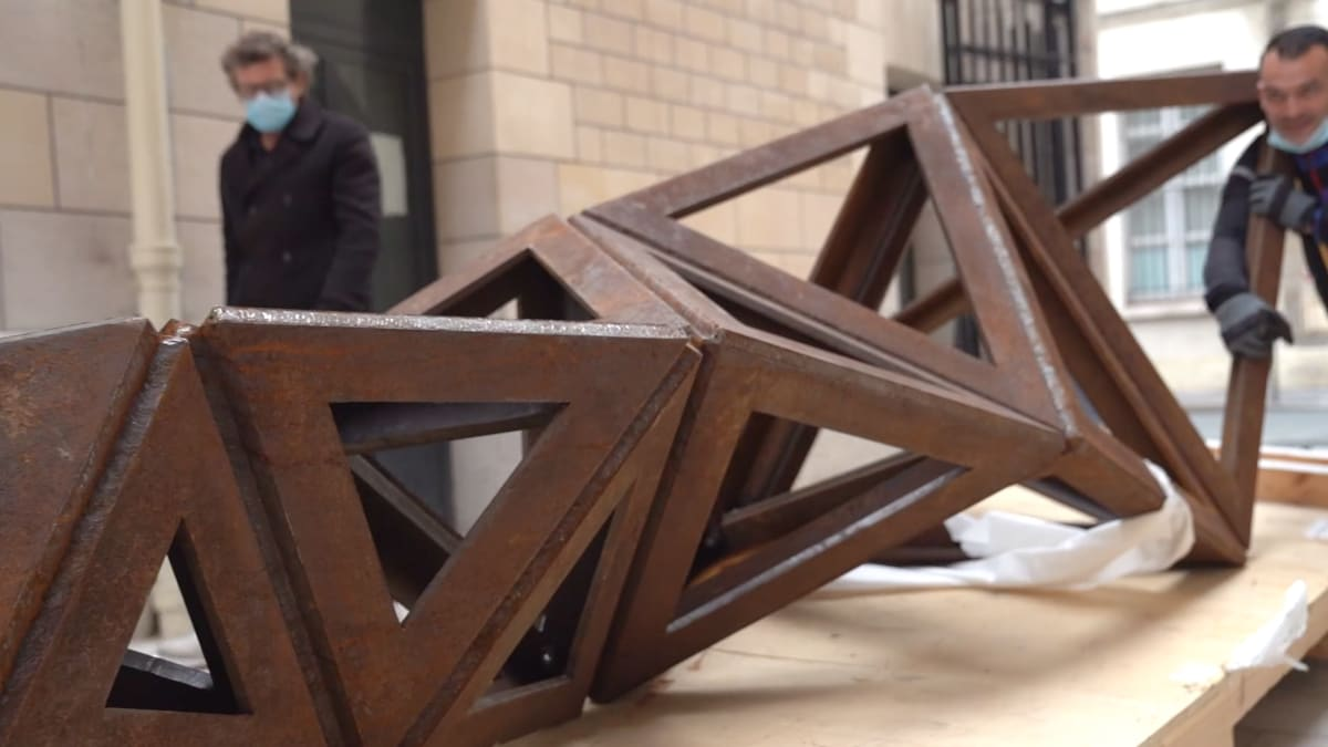 Video: Conrad Shawcross Sculpture in Paris