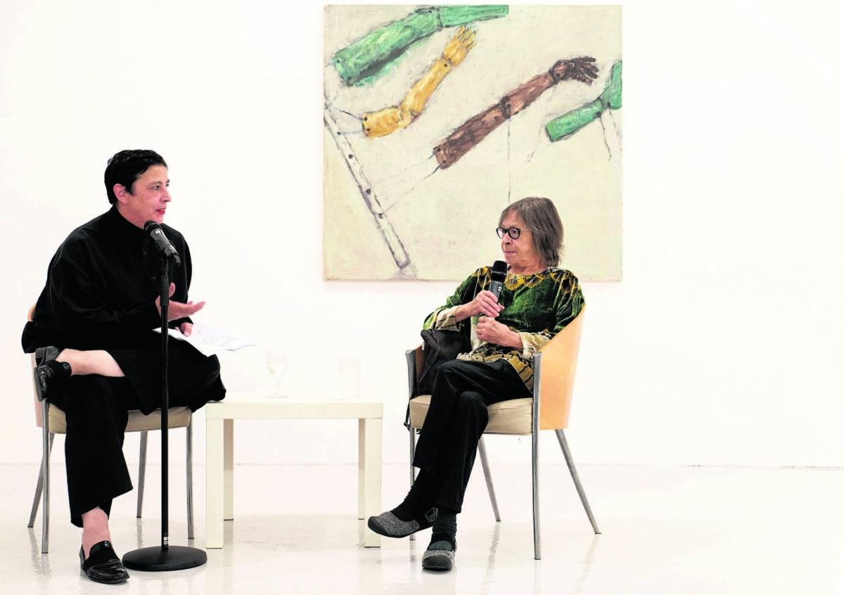 Beatrix Ruf (I) en Susan Rothenberg in Grimm Gallery. Foto Charlotte Oduk