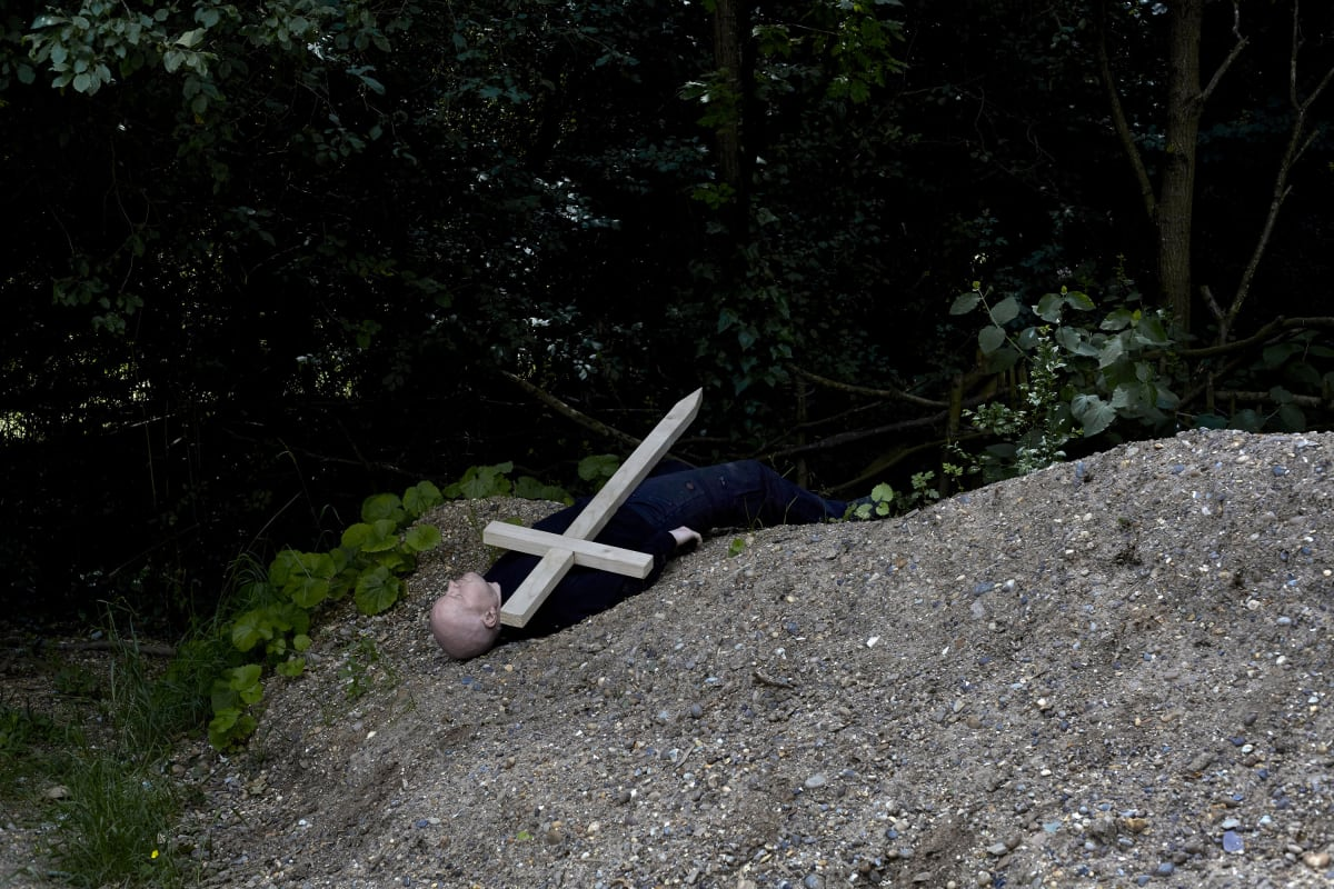 Brian Griffin, Man and Cross 1, Rotherhithe, London, 2017