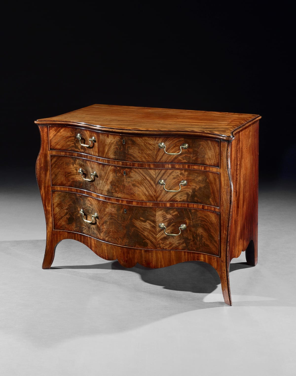 A GEORGE III MAHOGANY COMMODE ATTRIBUTED TO HENRY HILL, ENGLISH, CIRCA 1775
