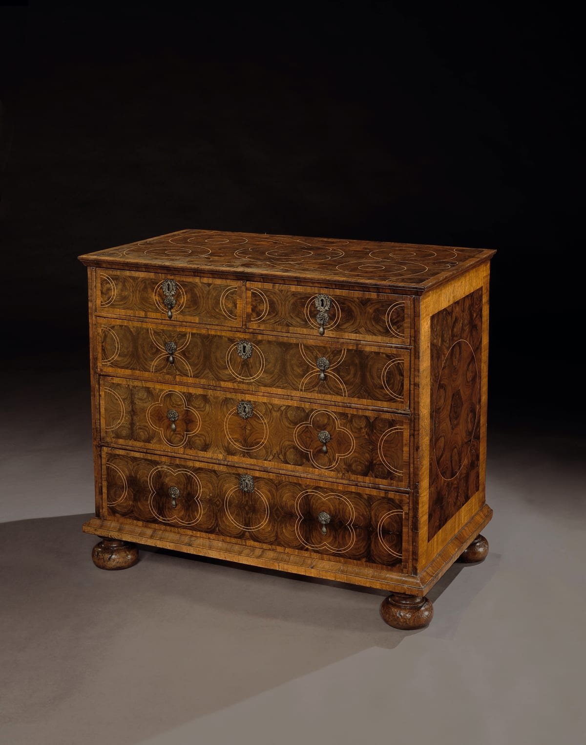 A WILLIAM AND MARY OLIVEWOOD CHEST OF DRAWERS, ENGLISH, CIRCA 1690