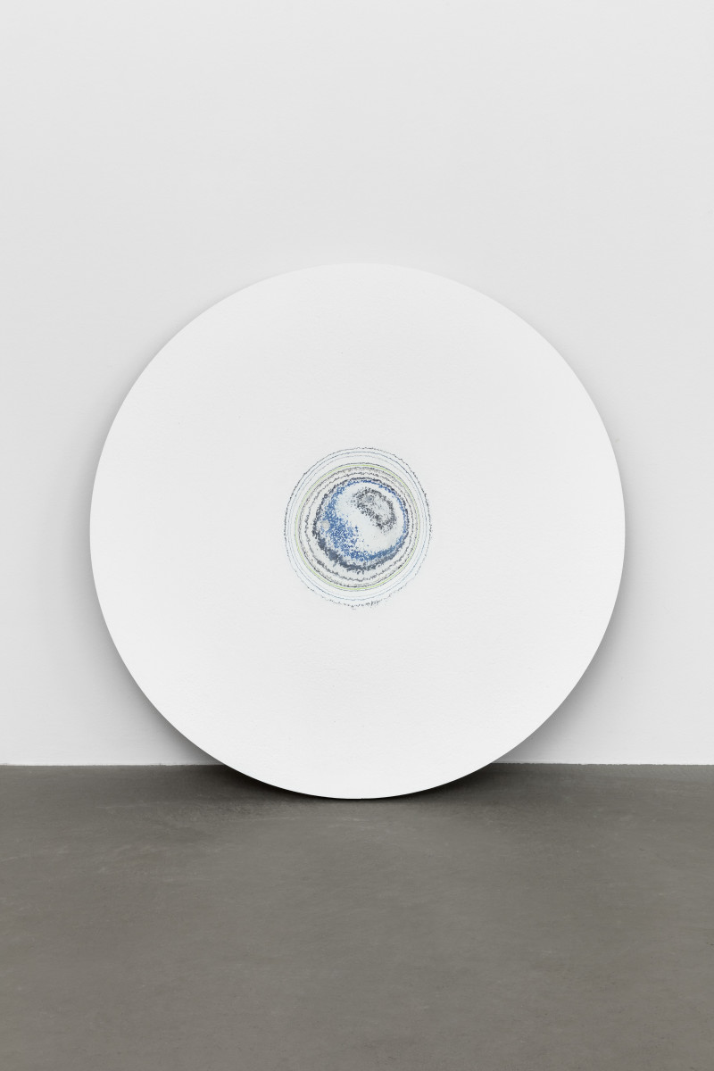 Pierre Huyghe Timekeeper (Drill Core), Serpentine, 2019 Paint layers, plasterboard ø 70 x 3 cm 皮埃尔·于热 《计时器(钻芯),蛇形画廊》,2019 油漆层、石膏板 ø 70 x 3厘米