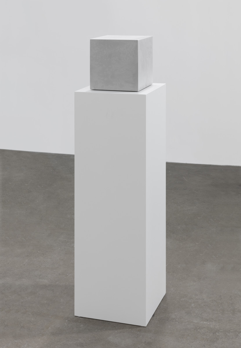 GrönlundNisunen Kylmäkalle, 2019 Stainless steel, refrigerant gel, freezer, protocol 21 x 21 x 21 cm (artwork) 90 x 30 x 30 cm (plinth) 格罗伦德与尼苏能 《制冷包》,2019年 不锈钢、制冷凝胶、冰箱、协议 21 x 21 x 21 cm(作品) 90 x 30 x 30 cm(底座)