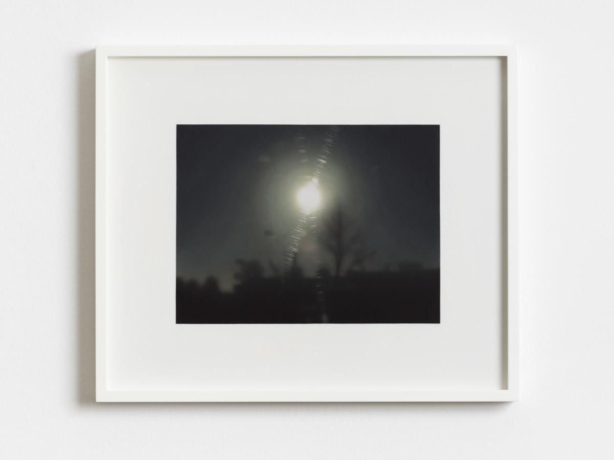 Andrew Grassie Sunset, 2018 Tempera auf Papier auf Holzplatte 17,9 x 23,7 cm (Bild) 31,8 x 37,8 x 3 cm (gerahmt)