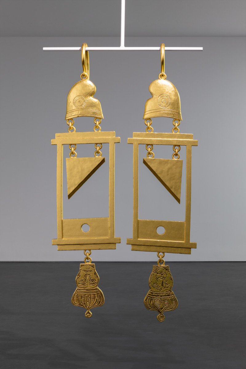 Simon Fujiwara A Dramatically Enlarged Set of Golden Guillotine Earrings Depicting the Severed Heads of Marie Antoinette and King Louis XVI, 2019 Rigid foam, aluminum, gold leaf 208 x 52,5 x 27 cm (81 7/8 x 20 1/2 x 10 5/8 in) each (2 parts) 180 cm (70 7/8) approx. (max. hanger length) Edition of 3