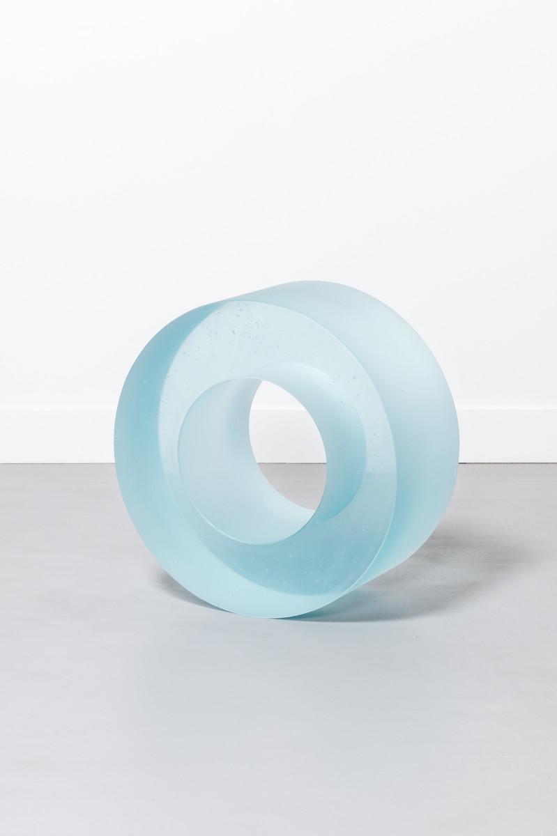 Ann Veronica Janssens Blue Glass Roll 405, 2017-2018 Cast glass ø 46 x 21 cm (ø 18 1/8 x 8 1/4 in) approx. Edition of 1 安·维罗妮卡·詹森斯 《蓝色玻璃卷405》,2017-2018 铸造玻璃 约 ø 46 x 21 cm 独版