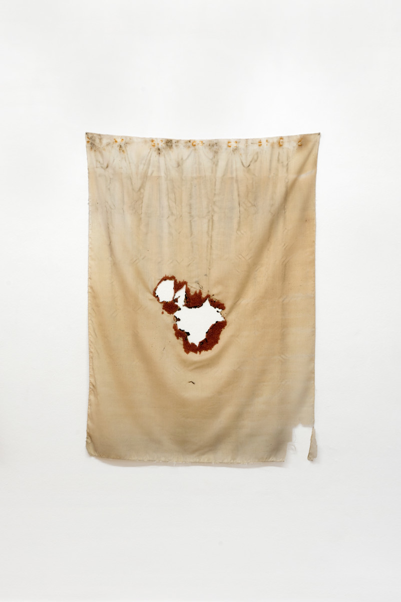 Isa Melsheimer Tuch (Loch I) / Cloth (Hole I), 2012 Fabric, embroidery, sewing thread 120 x 88 cm