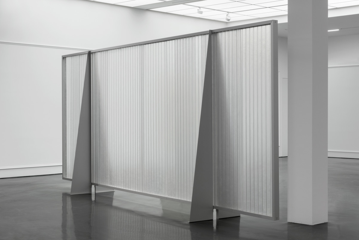 Martin Boyce Diffusion Screen (2), 2018 Glass-reinforced plastic, anodised aluminum 590 x 257 x 88 cm (232 1/4 x 101 1/8 x 34 5/8 in)