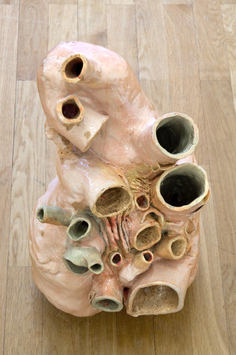 Isa Melsheimer Walherz (Squish), 2018 Glazed ceramic 60 x 37 x 28 cm