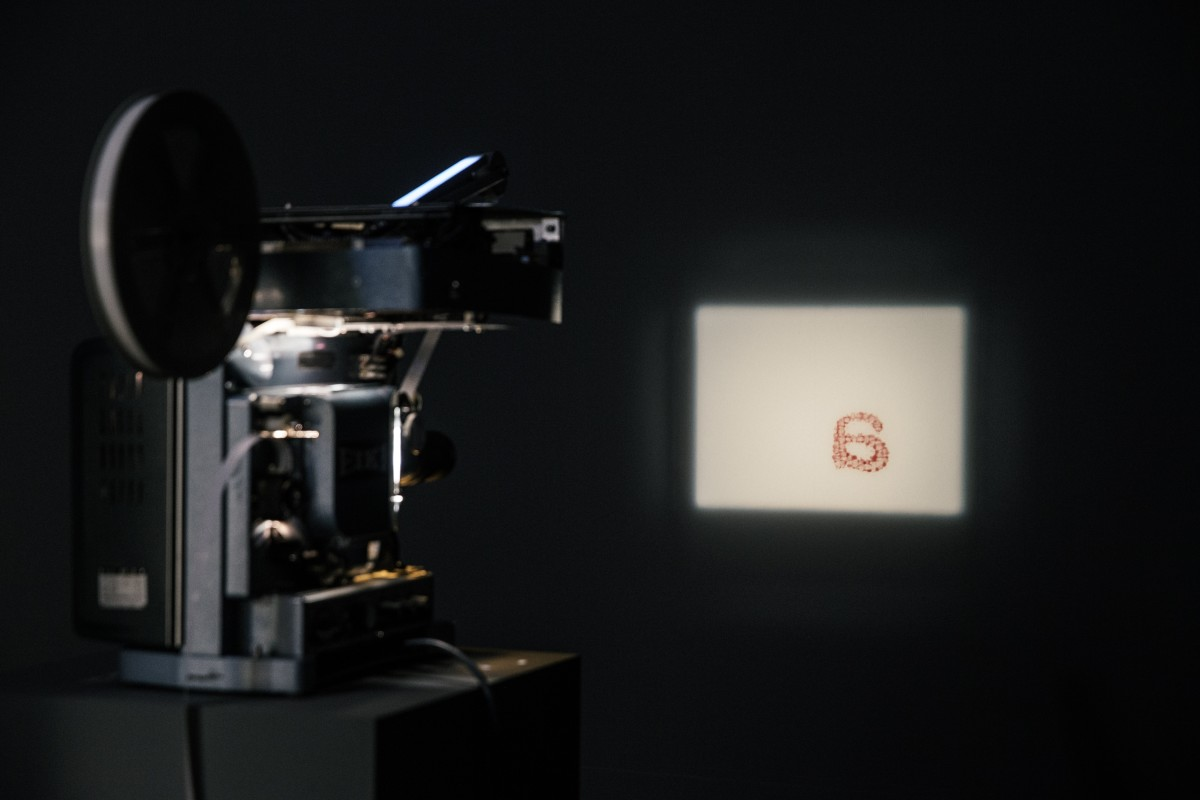 Rosa Barba, Spacelength Thought, 2012, 16 mm film, projector, typewriter, programming, dimensions variable, edition of 3. Exhibition view: Albertinum, Dresden, 2015. Photo © Oliver Killig