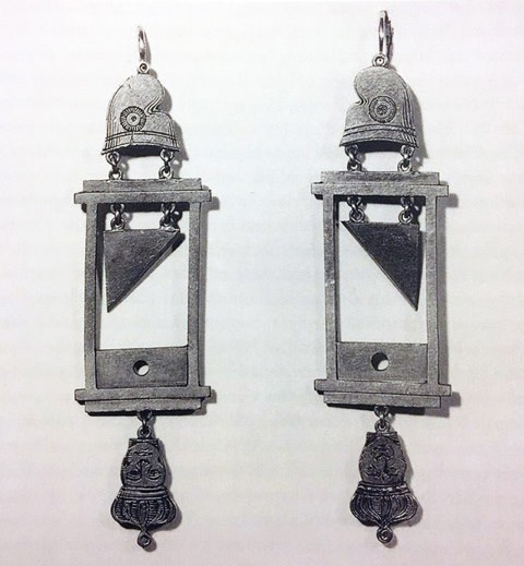 Anonymous, Earrings with guillotines from the time of the French Revolution, ca. 1793, Musée Carnavalet, Paris.