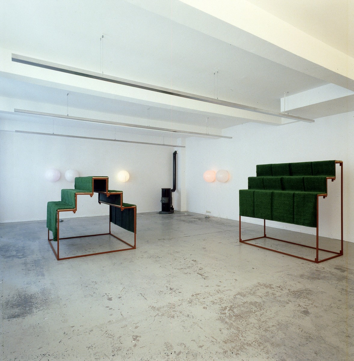 Exhibition view: Angela Bulloch, Gary Hume, Michael Landy, Esther Schipper, Cologne, 1989. Photo © Lothar Schnepf