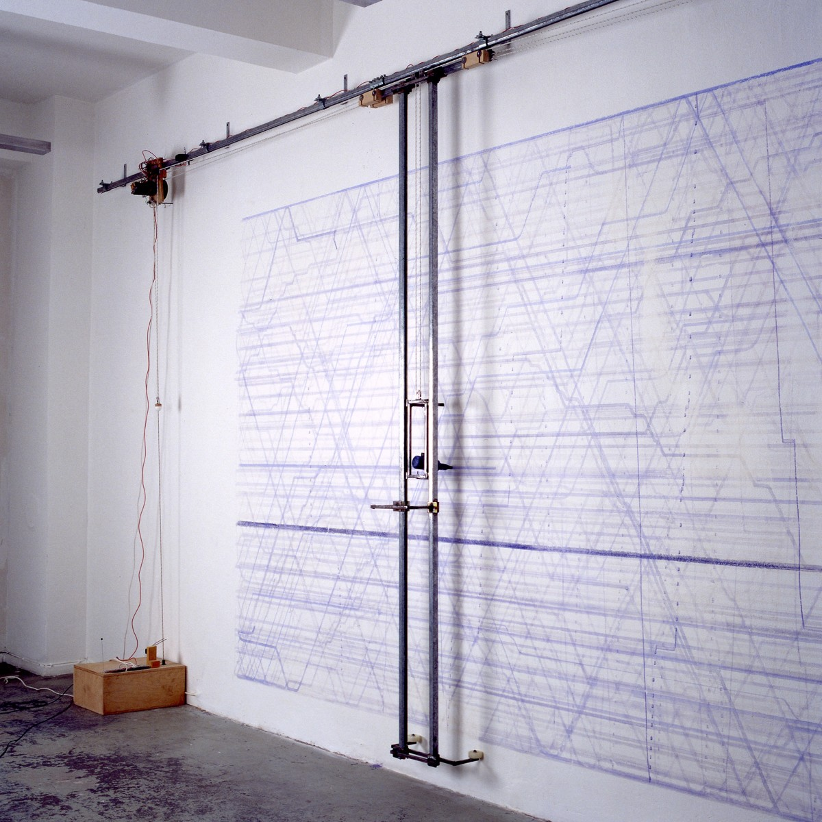 Angela Bulloch, Blue Horizons II, 1990, drawing machine, infra-red detectors, ink (blue), approx. 250 x 900 cm, Private collection, Cologne. Photo © Lothar Schnepf