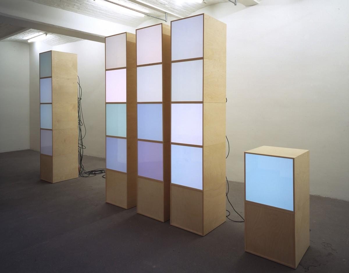 Angela Bulloch, Blow Up_T.V., 2000, 17 DMX modules and 5 Black Boxes: waxed birch wood, printed aluminium board, white glass, diffusion foil, glass, cable, RGB lighting system, Lan-Box, 250 x 250 x 50 cm, Private collection, France. Photo © Carsten Eisfeld