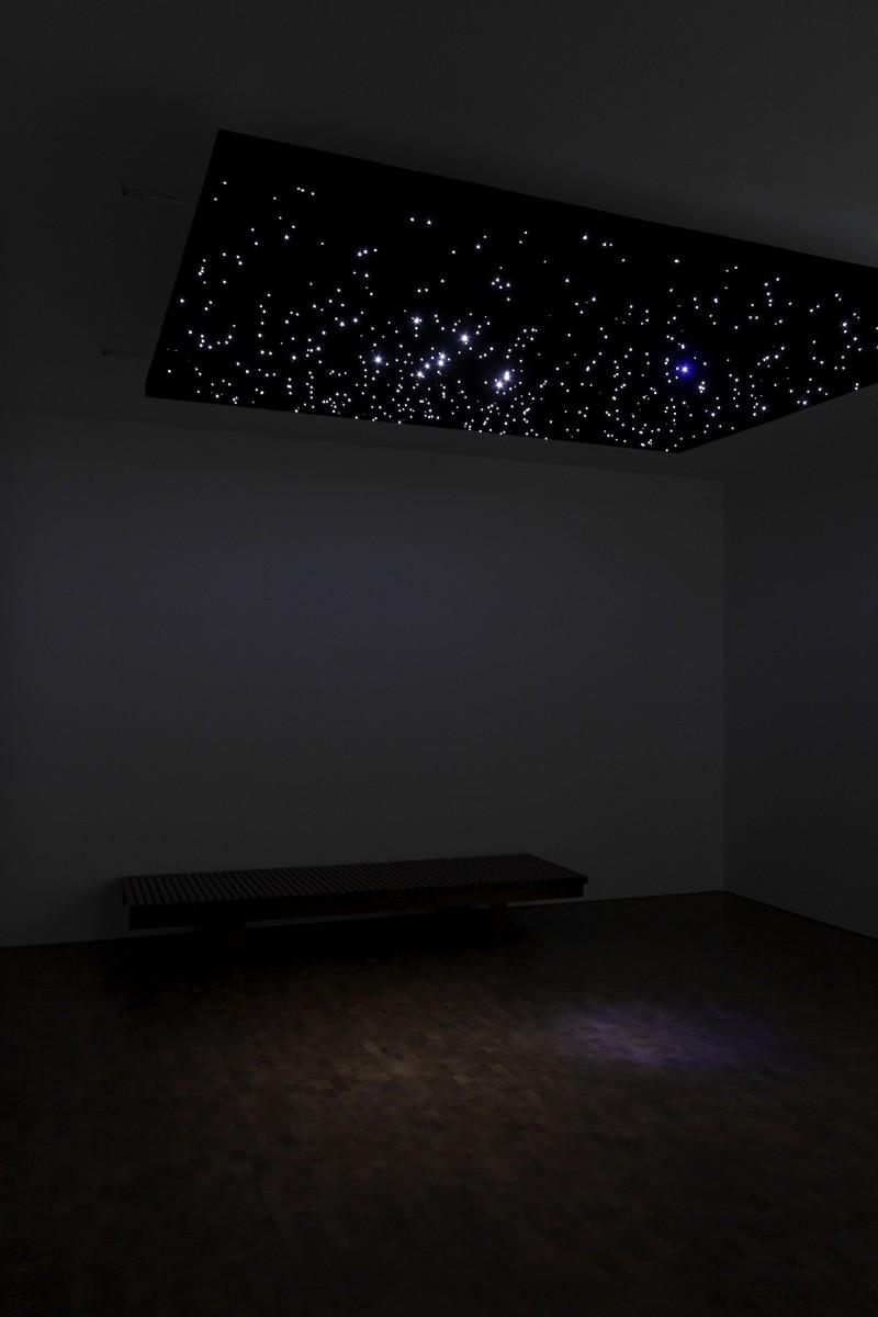 Angela Bulloch, Night Sky E.T. from Mercury.12, 2007, 266,4 x 199,8 x 45 cm, Städtische Galerie im Lenbachhaus und Kunstbau München, Sammlung KiCo. Photo © Carsten Eisfeld