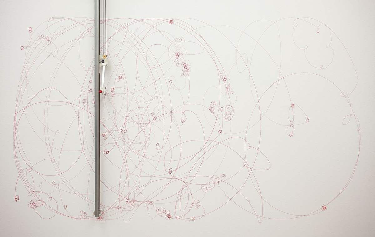 Detail: Angela Bulloch, Elliptical Song Drawing Machine, 2014, drawing machine with Red Lipstick pen and MP3 player, 213 x 259 x 13 cm. Photo © Andrea Rossetti