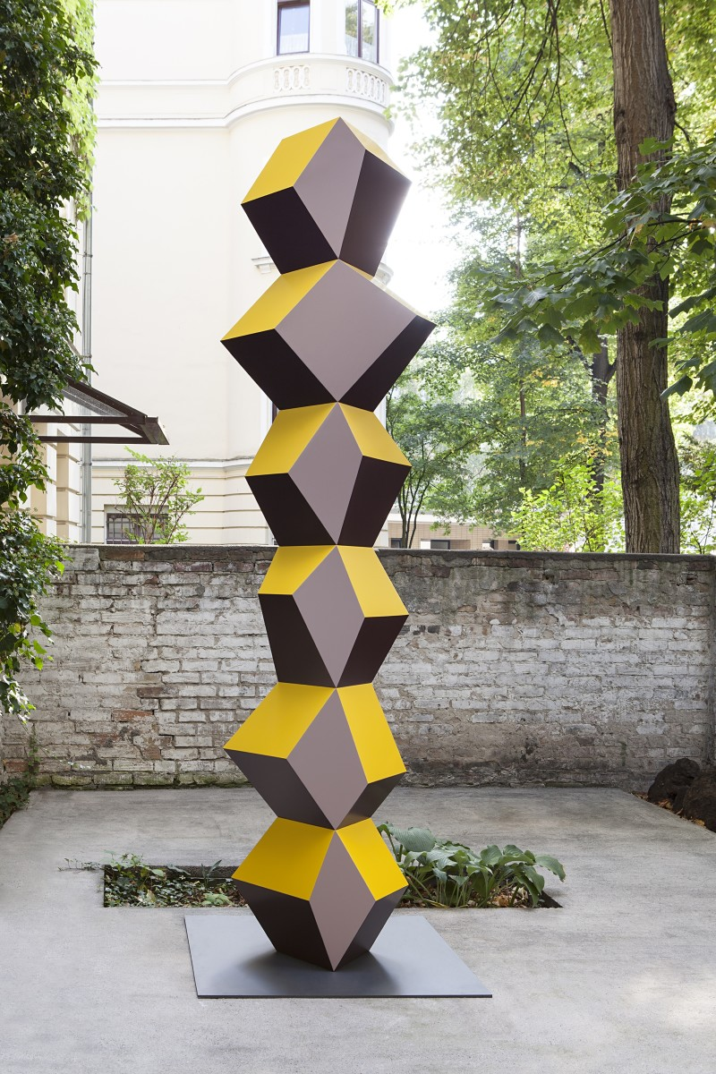 Angela Bulloch, Heavy Metal Stack of Six, 2014, powder-coated steel, Collection Fundação de Serralves ― Museu de Arte Contemporânea, Porto. Photo © Andrea Rossetti
