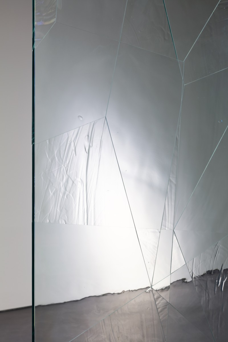 Detail: Daniel Steegmann Mangrané, Systemic Grid 124 (Window), 2019, security glass, ornamental glass, mounts, concrete and wood pedestal, glass panel, 278,2 x 126 x 40 cm (109 1/2 x 49 5/8 x 15 3/4 in) approx. (overall). Photo © Andrea Rossetti