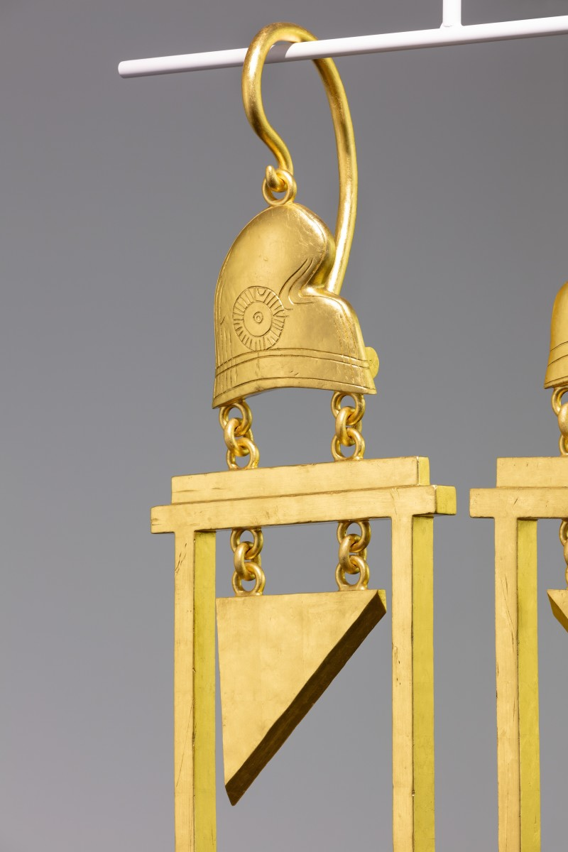 Detail: Simon Fujiwara, A Dramatically Enlarged Set of Golden Guillotine Earrings Depicting the Severed Heads of Marie Antoinette and King Louis XVI, 2019, rigid foam, aluminum, gold leaf, 208 x 52,5 x 27 cm (81 7/8 x 20 1/2 x 10 5/8 in) each (2 parts), 180 cm (70 7/8) approx. (max. hanger length), edition of 3. Photo © Andrea Rossetti