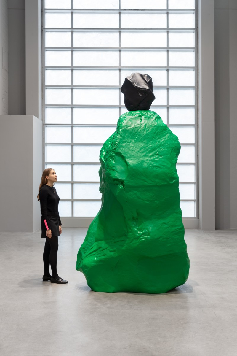 Ugo Rondinone, black green nun, 2020, painted cast bronze, unique, 300 x 96,2 x 160,5 cm (118 1/8 x 37 7/8 x 63 1/4 in). Photo © Andrea Rossetti