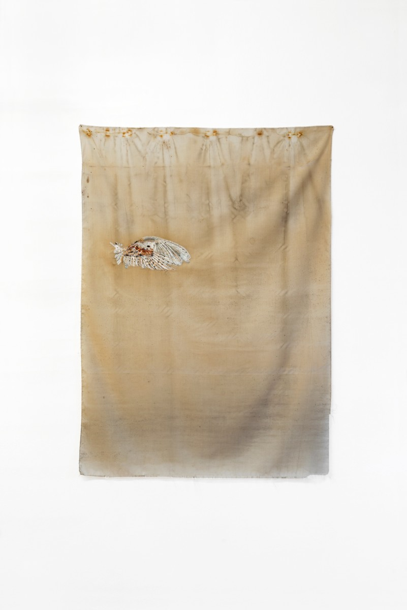Isa Melsheimer Tuch (Schneeeule) / Cloth (Snow Owl), 2012 Fabric, embroidery 120 x 88 cm