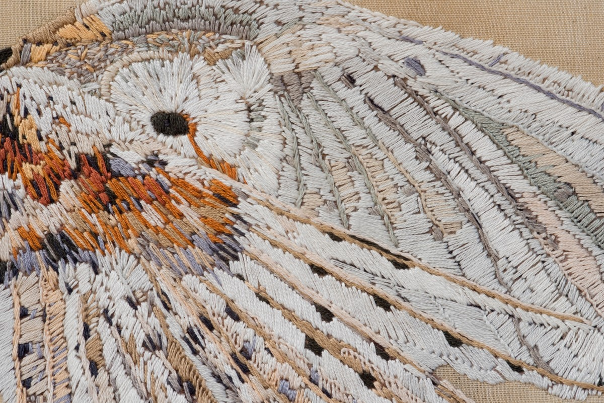 Detail: Isa Melsheimer, Tuch (Schneeeule) / Cloth (Snow Owl), 2012, fabric, embroidery, 120 x 88 cm. Photo © Jens Weyers