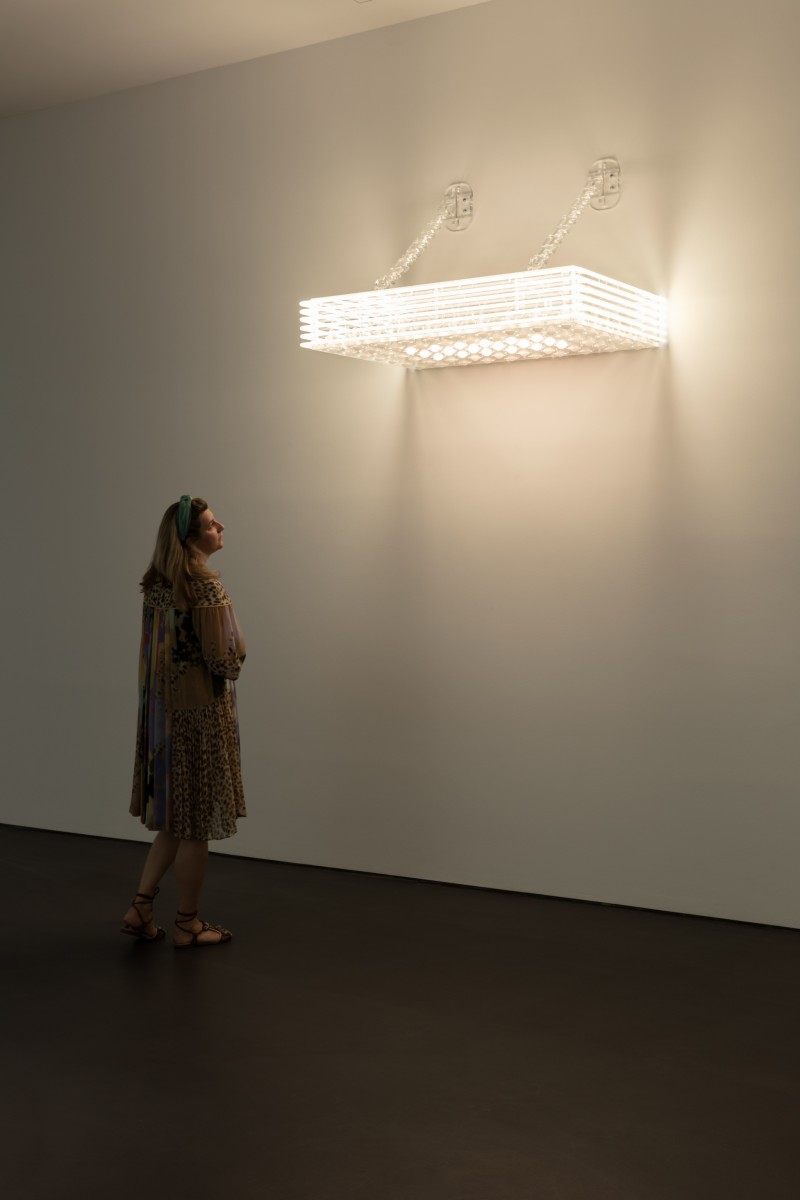 Philippe Parreno Marquee, 2020 Transparent Plexiglas, 70 white bulbs, 6 white neon tubes (ø 10 mm), DMX recorder, dimmers, light program, transparent acrylic chains 74,3 x 123 x 81 cm