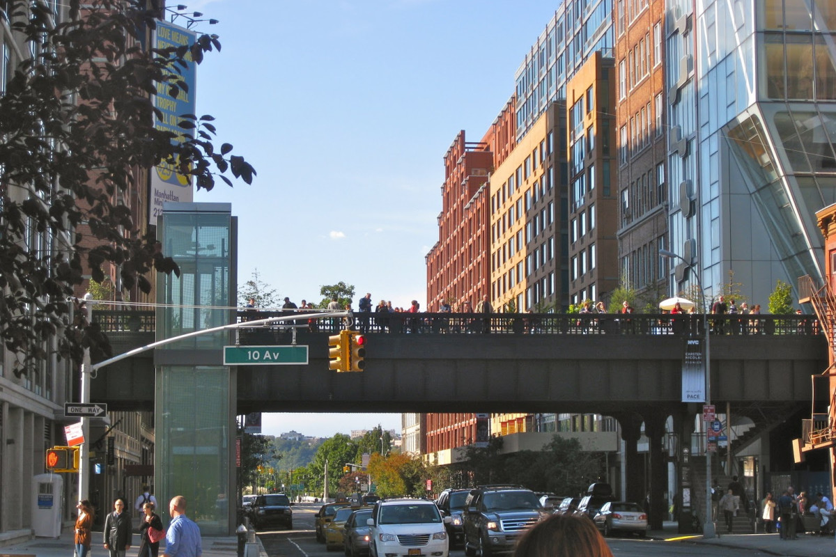 Photograph of the NYC High Line during sunny weather.