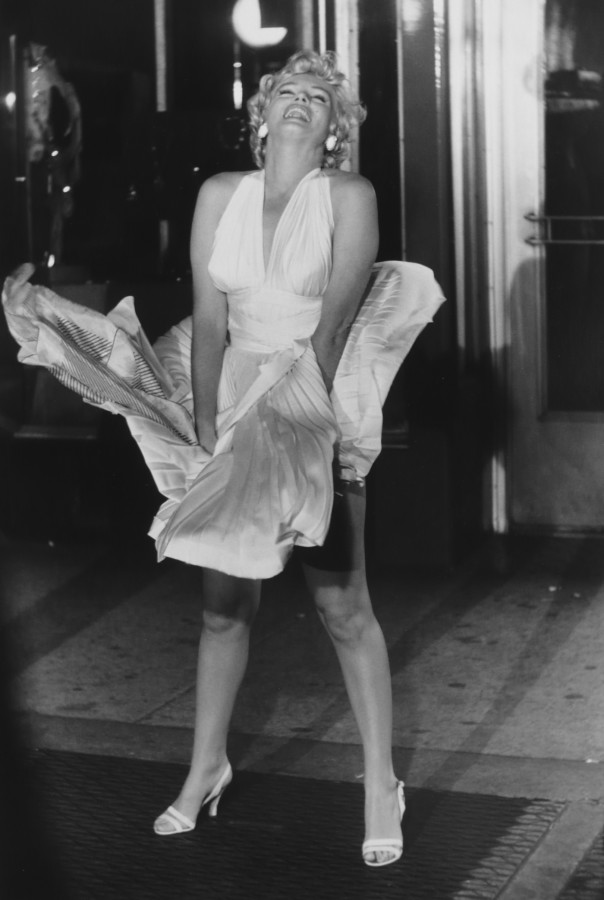 "<div class=""artist""><strong>Garry Winogrand</strong></div><div class=""title_and_year""><em>Marilyn Monroe on the Set of The Seven Year Itch</em>, <span class=""title_and_year_year"">1954</span></div><div class=""medium"">Gold toned Silver gelatin print, printed 1970</div><div class=""dimensions"">36 x 43 cm</div><div class=""signed_and_dated"">signed  in pencil on verso</div>"