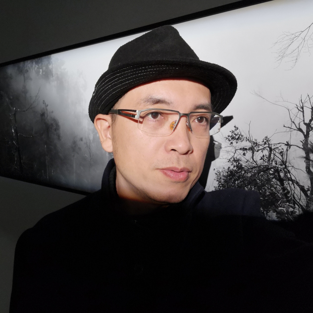 Artist Zeng Han Born in Guangdong in 1974. Zeng Han graduated from the International Journalism and Communications Department of Jinan...