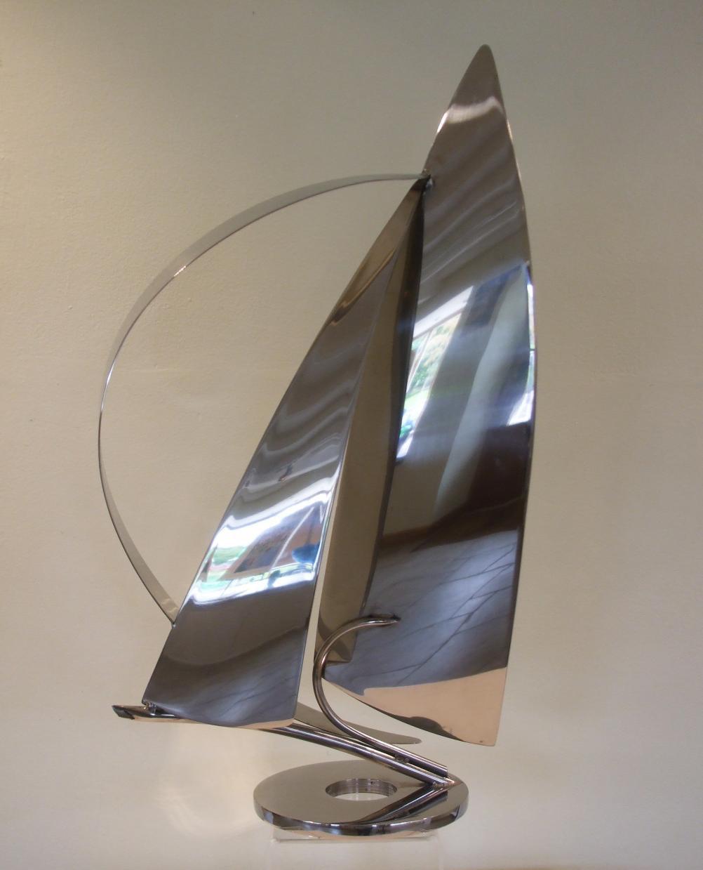 Medium Deco yacht on a circular base