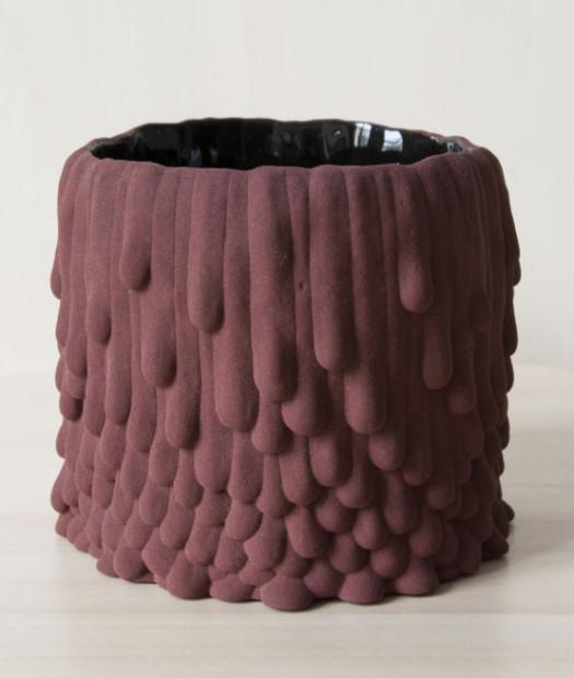 Cécile Bichon, Cache-pot souche basaltique rose brique au coeur noir brillant, 2019