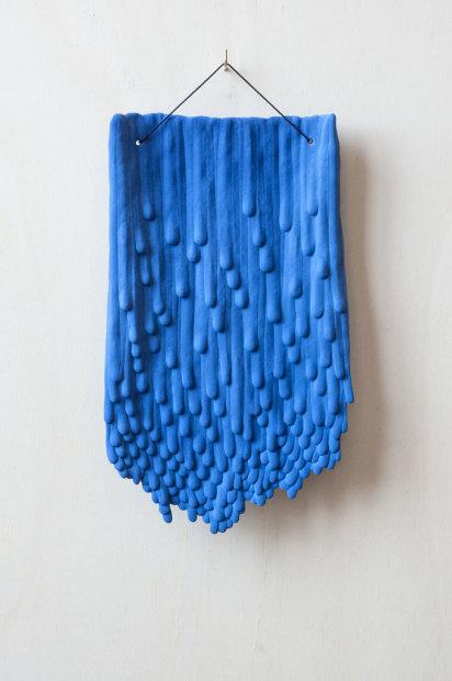 Cécile Bichon, Cascade basaltique bleue poudrée, 2019