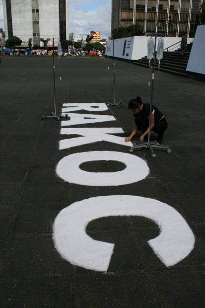 Photograph of the performance: Rackoc Atin / Do Justice, a public intervention at the Supreme Court, Guatemala City, 2008