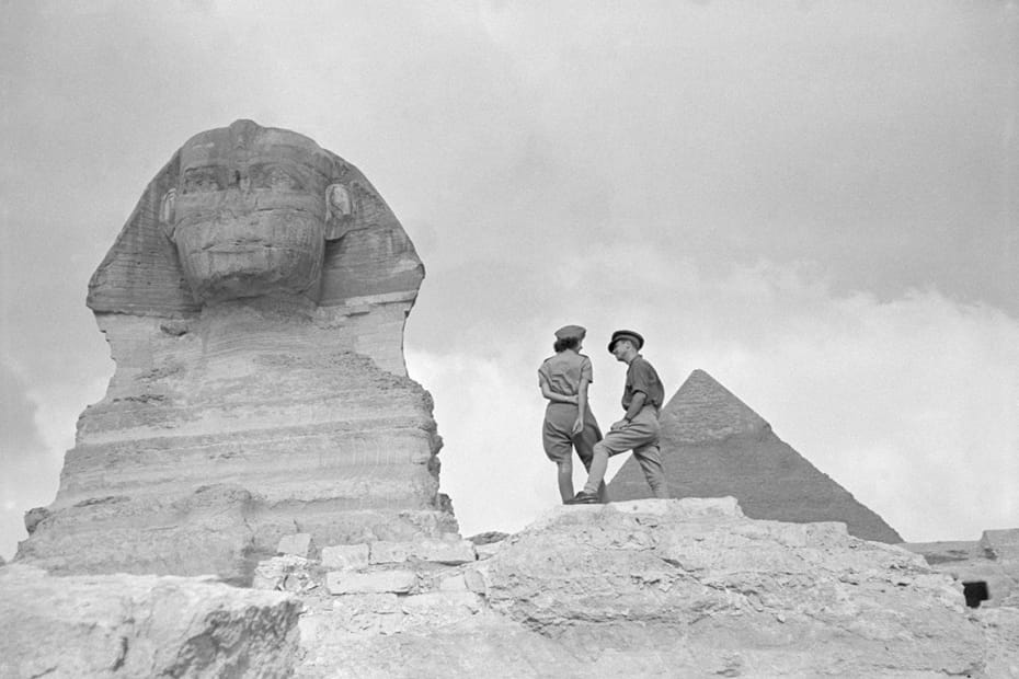 George Rodger, Pyramids at Giza. British Army personnel on leave in Cairo visit the pyramids at Giza, 1941.