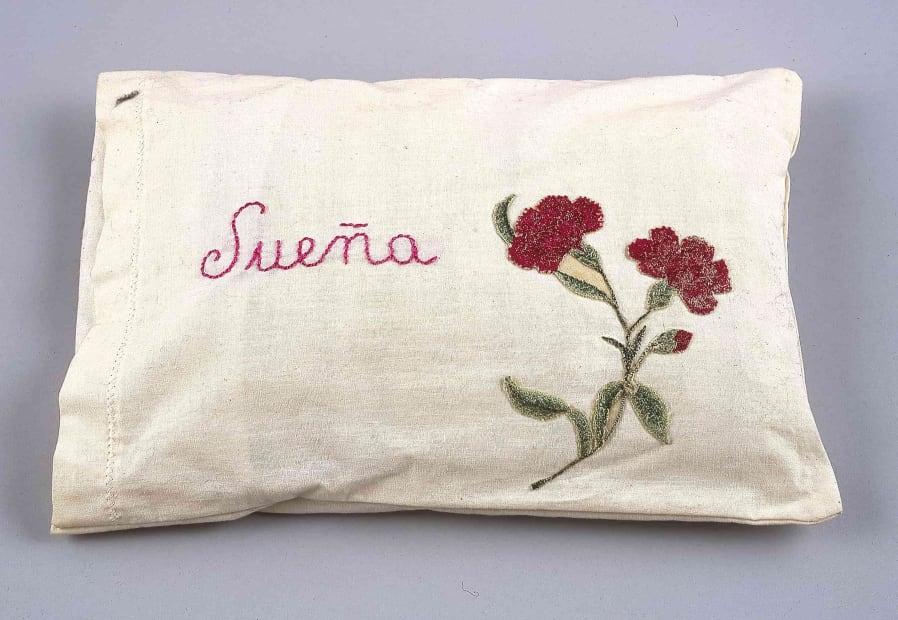 Feliciano Centurión, Sueña (Dream) (1996). Hand embroidered pillow, 8 11/16 x 12 3/16 in.