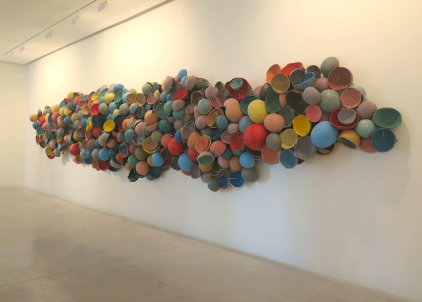 """Exposition """"Akwaba, Assinie mon amour"""" à la Galerie Cécile Fakhoury à Abidjan 2014 © Pascale Marthine Tayou"""