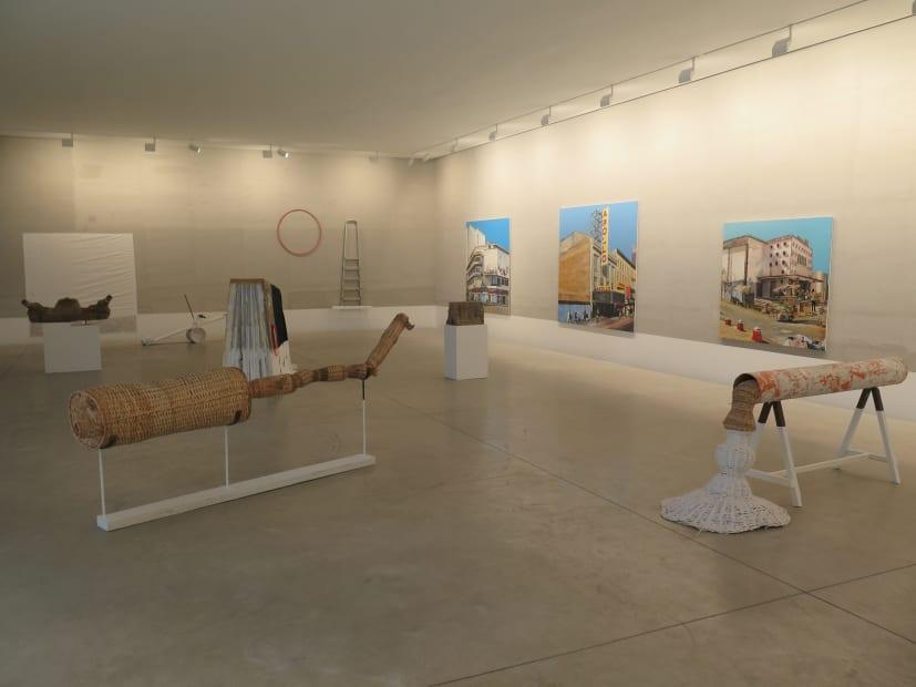 """Exposition """"Faire de la rue un salon d'exterieur"""" à la Galerie Cécile Fakhoury à Abidjan 2016 © Cheikh Ndiaye"""