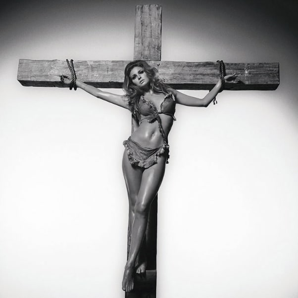Terry O'Neill, Raquel Welch On The Cross, 1966