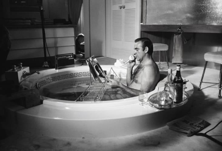 Terry O'Neill, Sean Connery in the bath, Las Vegas (B&W), 1970