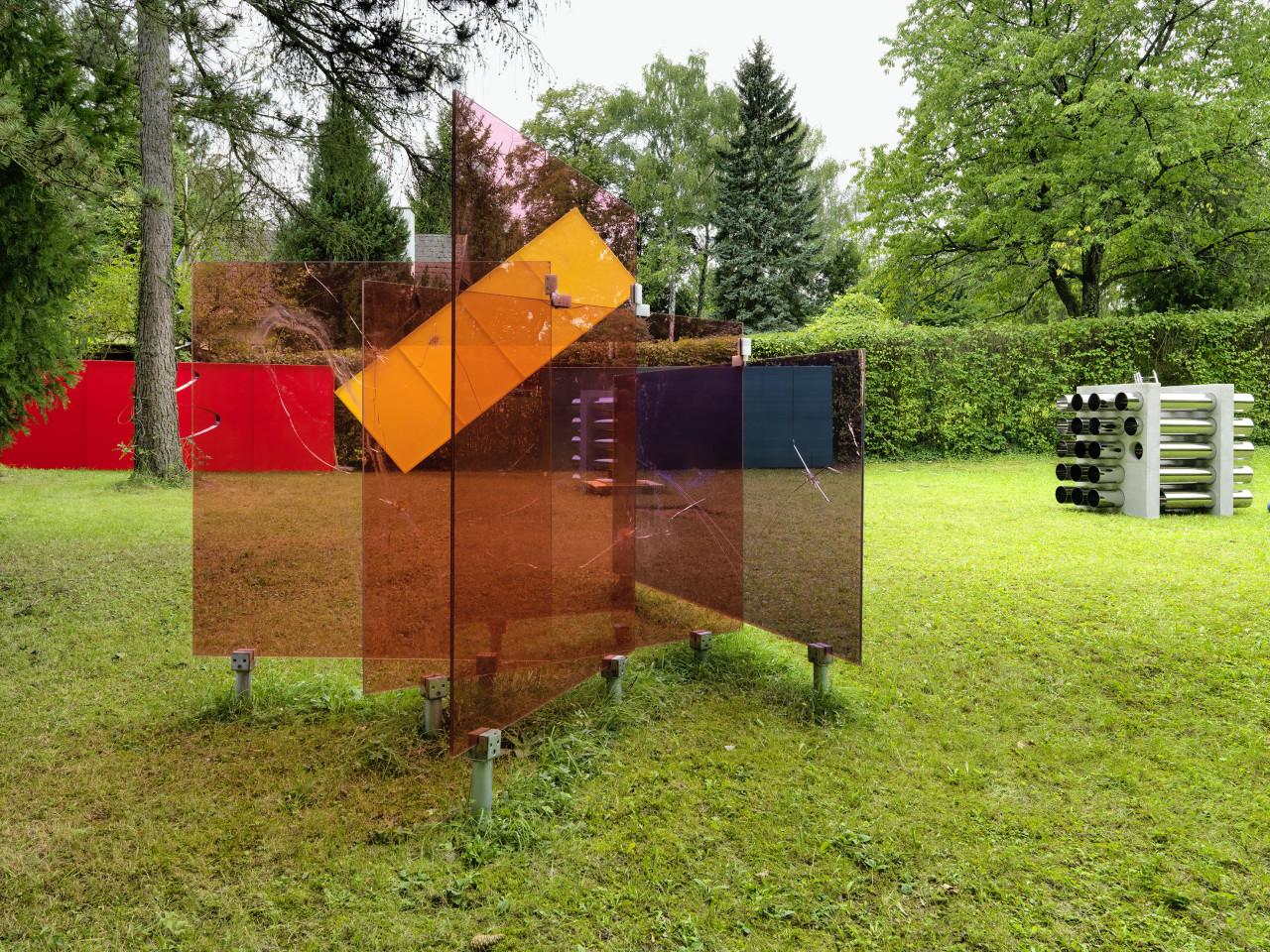 Sculpture Garden, Installation view: Thomas Baumann, Grear Patterson, Jonny Niesche & Alicja Kwade, 2019 Photo: © FARBPRAXIS