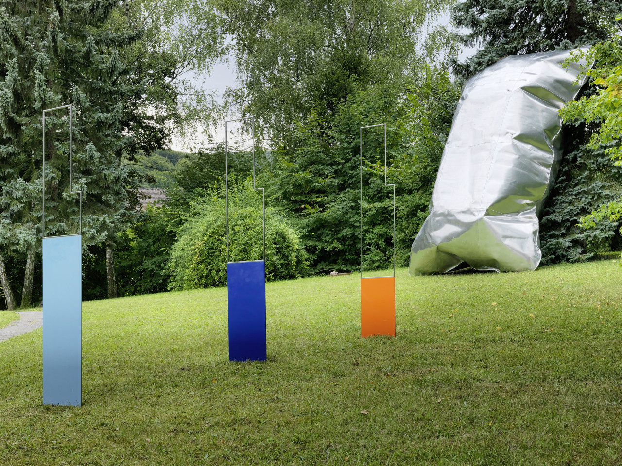 Sculpture Garden, Installation view: Amy Stephens & Hans Kupelwieser, 2019 Photo: © FARBPRAXIS