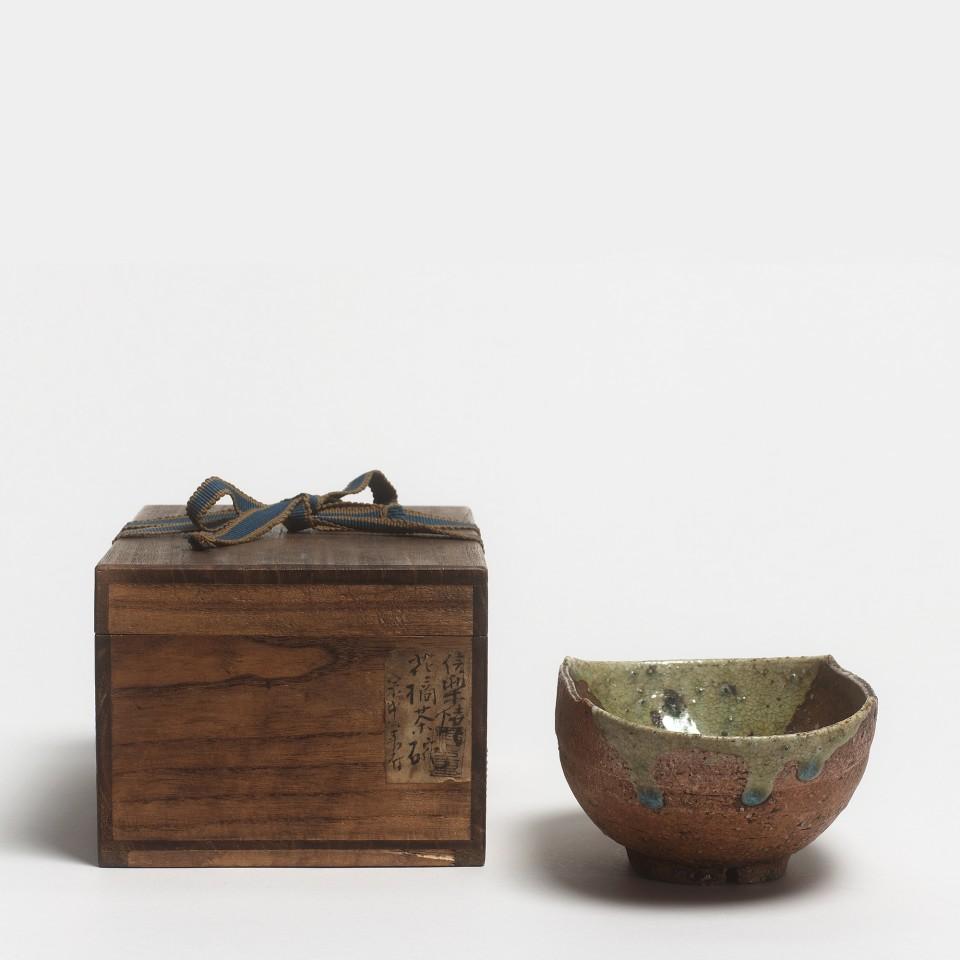 "Keramik, #019108 Chawan - Teeschale ""Hana Tachibana"", 17. Jh. Edo-Zeit"