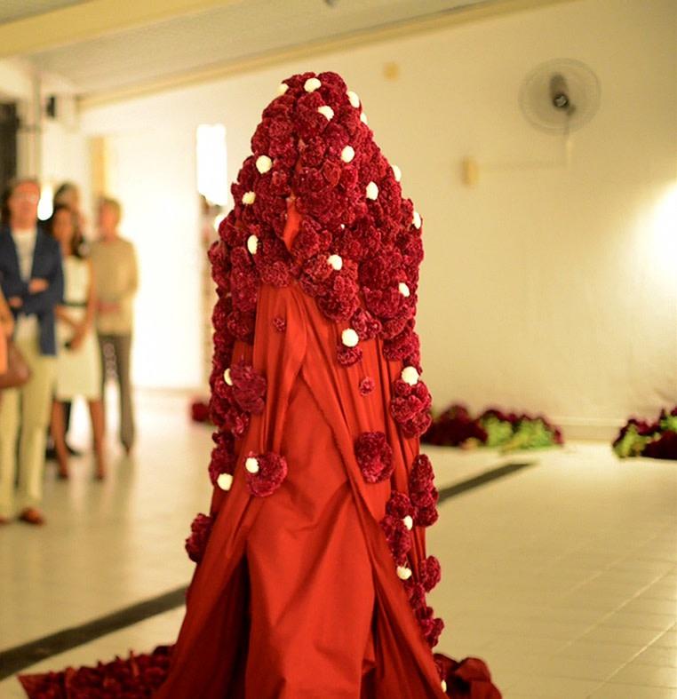 Güler Ates, Flower Peformance I, 2014
