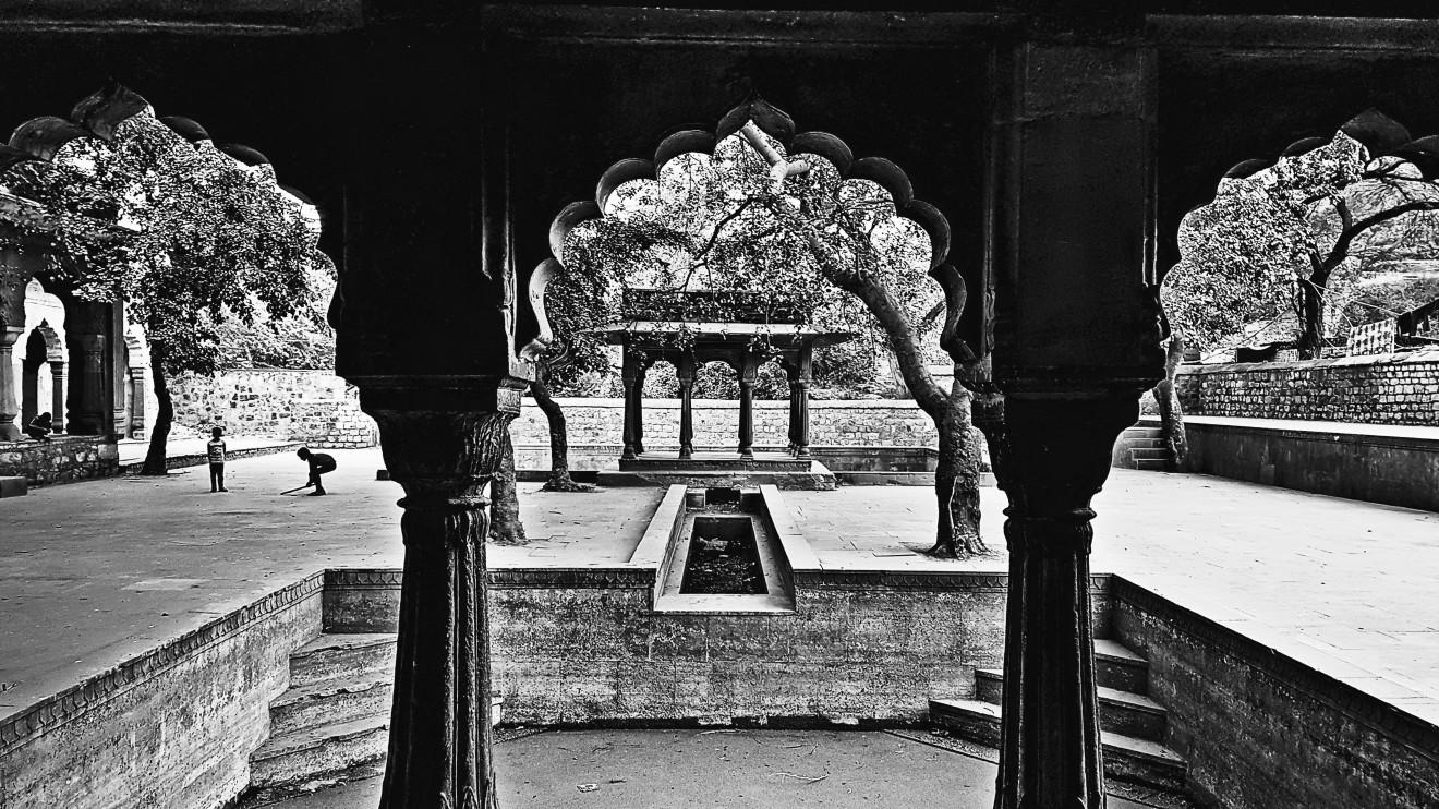 William Dalrymple , Jharna, Near Hauz-i-Shamsi, Mehrauli, Delhi