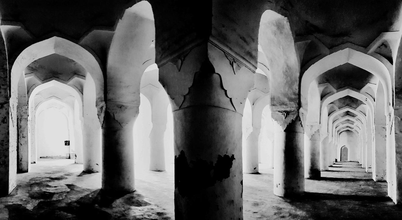 William Dalrymple , Solah Khamba Masjid, Bidar Fort